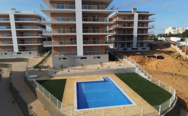 A vendre appartement avec deux chambres dans le développement PREMIUM RESIDENCE à 500 mètres de la plage Praia da Rocha
